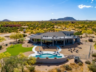 4 BDR Luxury Home on 40acres w/ Pool, Putting Green, Rooftop and Walking Trails❤