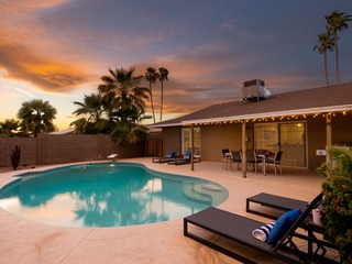 *LOUNGE* | Sunsets by the Pool | Newly Renovated Home ❤