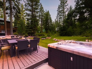4BDR oasis on the footsteps of Lake Tahoe w/ Large Patio & Spa ❤