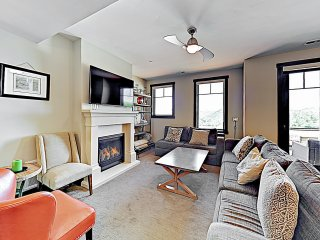 New Listing! Chic Townhome w/ Hot Tub, Near Skiing