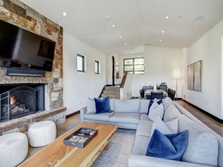 Luxury Seclusion-Stunning Mtn Views-Access to Base Amenities