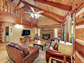 New Listing! Luxe Cabin Near Great Smoky Mountains