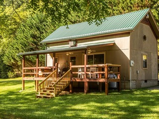 Secluded Creek Front Home w/ Hot Tub- Panther Creek Cabin