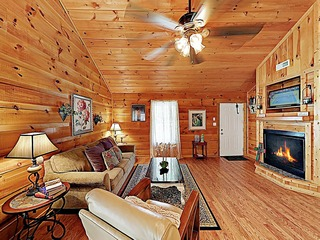 New Listing! 'Amazing Love' Cabin Near Downtown