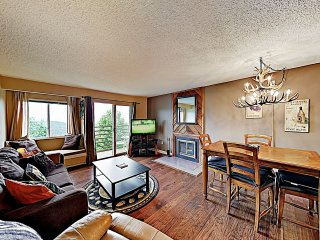 Comfy Mountain-View Condo w/ Pools, Spas & Balcony