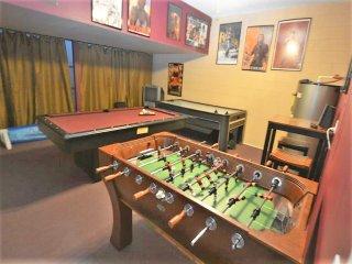 2724 HUGE 6-Bedroom Emerald Island Pool Home