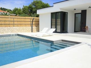 Villa Sunny Garden (V3709-K1)