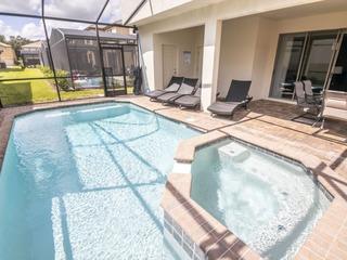 Lavish Windsor at Westide Pool Home