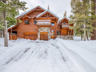 Luxury Chalet with Hot Tub in Private Setting- Tahoe Donner