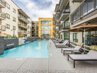 Roosevelt Row Mid-Rise | King Bed | Arts District | Sleeps 6 ➔ I3