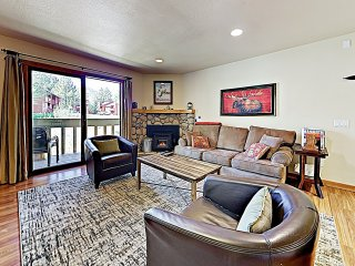 Best Deal in Mammoth: Perfect Location, Pool/Hot Tub, Views and