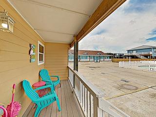 New Listing! Costa Del Rey Gem- Walk to Beach