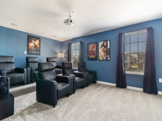 For Large Families 8 Bed With Movie Room!