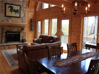 Honalee- Private Cabin, WiFi, Horse Barn,Trails