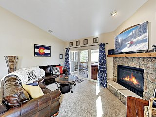 Charming End-Unit Townhome w/ Private Hot Tub