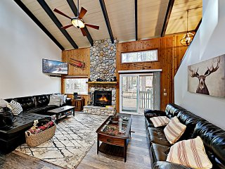 Walk to Slopes! Mountain Home w/ Private Hot Tub