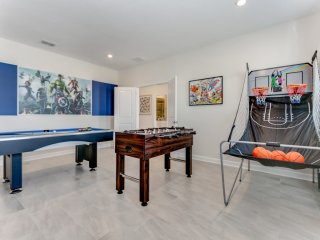 Superior 9 Bed Games Room, Pool Spa Themed Rooms!