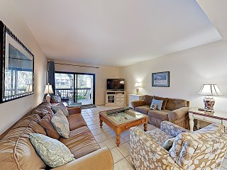 All-Suite Townhouse w/ Pools- Walk to Beach