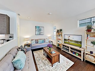 Chic Capitol Hill Townhome w/ Rooftop Deck & AC