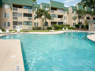 Remodeled Condo w/ 3 Pools, Tennis & Beach Access