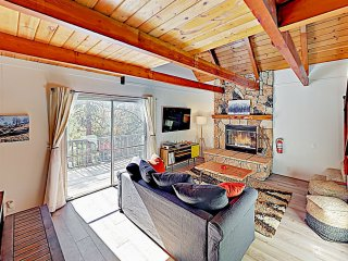 Remodeled Chalet Cabin w/ Fireplace