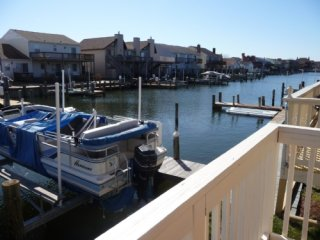 Bayside Nine C spacious 3 br townhouse on canal, Newport Bay Dr.