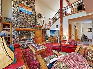 Aquila Lodge Retreat w/ Hot Tub & SHARC Access!
