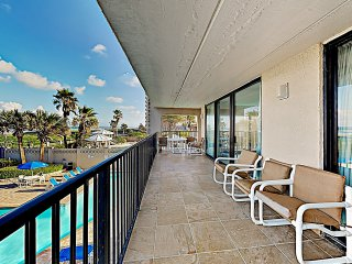 New Listing! Beachside Corner Unit w/ Pools & Gym