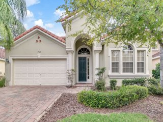 Ideal 4 bed house, private pool Close to Disney