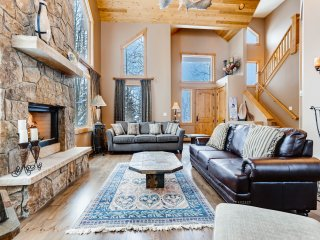 Luxurious All-Suite Ski Retreat w/ Hot Tub