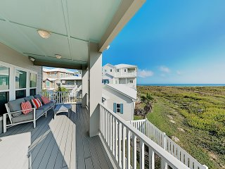 Gulf-View New-Build w/ Pool & On-Site Beach Access