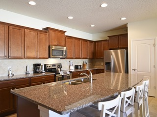 Spacious 4-Bed TownHome, Mins to Disney-WW2082