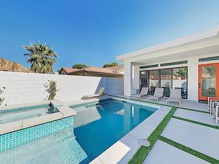 New-Build Beauty w/ Pool, Spa & Mountain Views