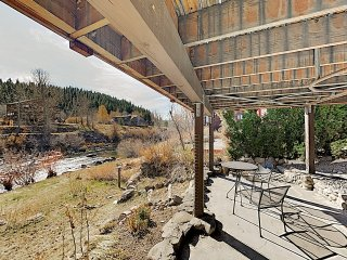 Riverside Suite in Downtown Truckee Craftsman Home