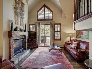 Beautiful 3 BR + in Avon Village- Lodge at Brookside