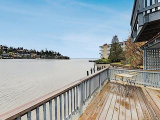 Waterfront Hideaway w/ Fireplace, Deck & Bay Views