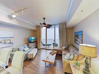 Impeccable Oceanfront Condo w/ Pools & Huge Gym