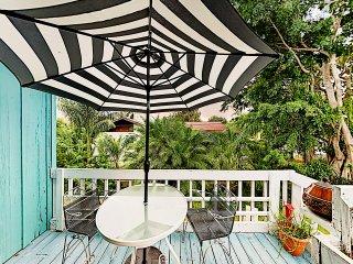 Charming Duplex: Sunporch, Balcony, Walk to Beach!