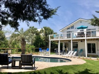 Beautiful 5BR/4BA House with NEW POOL; One Block from Beach