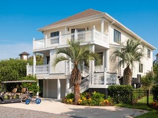 Isle of Palms Estate w/ Pool & Alfresco Lounges