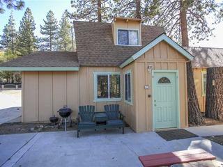 Lakeside Cabin 10