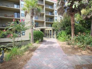 Xanadu Villa with Private Balconies, Short Walk to the Beach