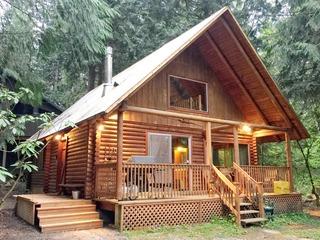 17MBR- Log Cabin- BBQ- Pets Ok- WiFi- Sleeps 8
