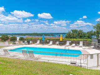 Cozy Casa De Quest Condo with Pool & Lake Views